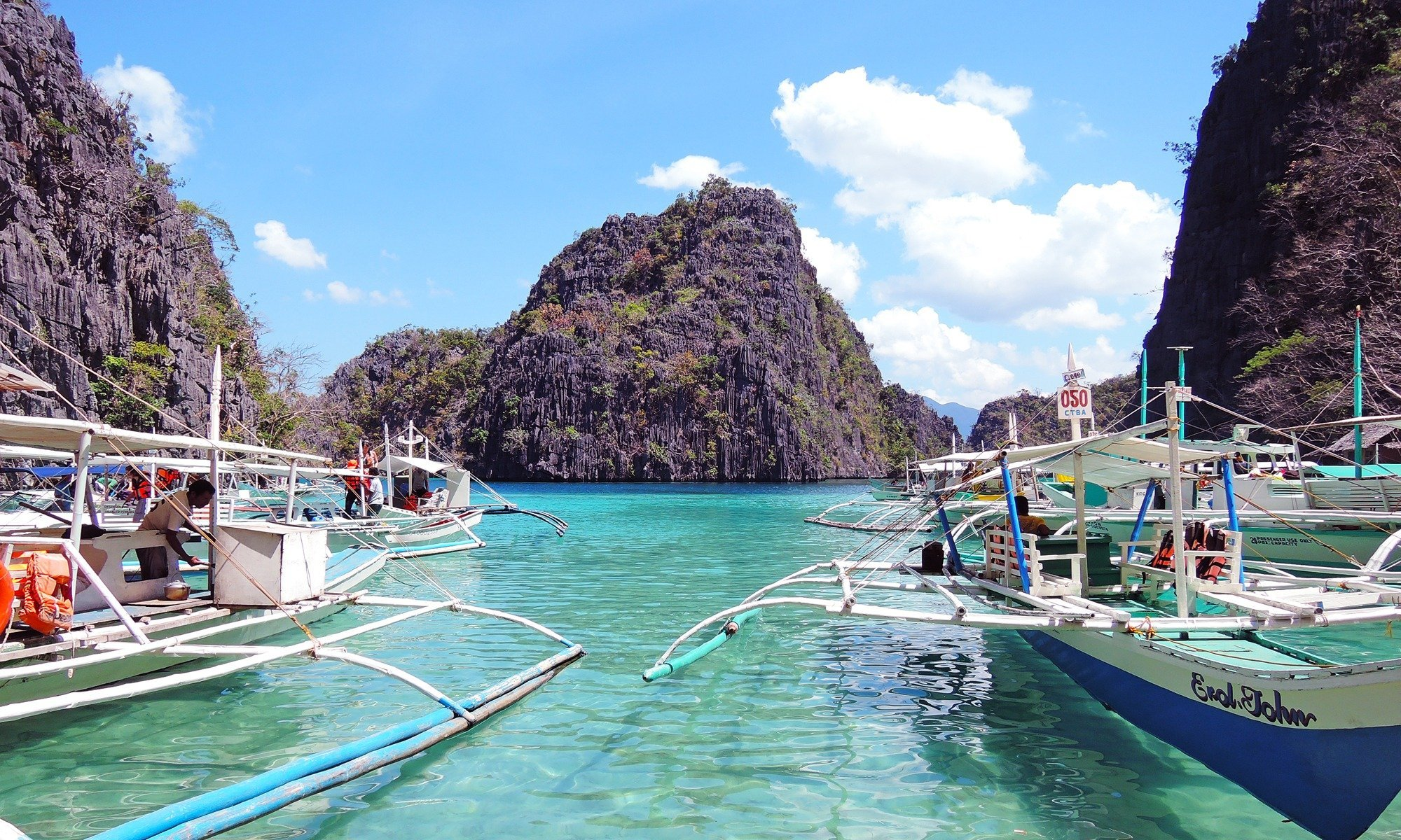 When in Coron, you don't have to choose between dingy backpacker hotels and ultra-expensive exclusive island resorts. There's a pretty nice middle ground where you'll find artsy, chic hotels and resorts at reasonable prices. Here where to stay in Coron.