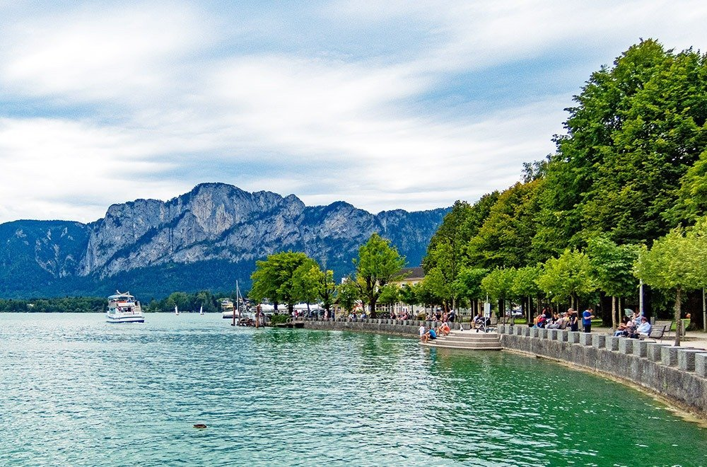 Driving from Vienna to Salzburg will have you going through one scenic stop to the next. This is the lakeside promenade in Mondsee, a lovely town in the Salzkammergut region. Mondsee is a great place for a short holiday, especially if you love watersports during the summer.