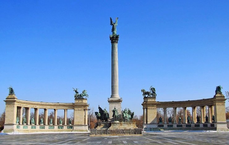 Visit the Heroes Square on your 3-day trip to Budapest.