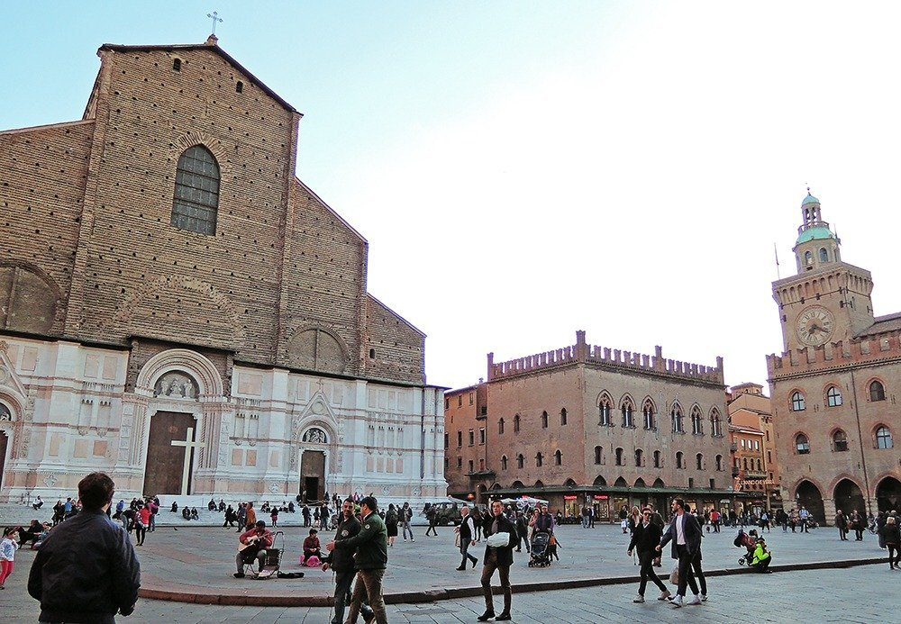Bologna's historical center is also its cultural hub, where locals and tourists gather to enjoy the lively atmosphere of this foodie city. If you're coming to Bologna to enjoy the city's food, history, and architecture, stay in Centro Storico. Here's where to stay in Bologna.