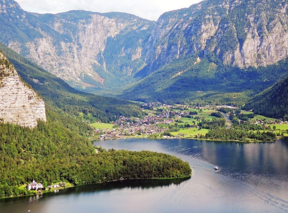 Go on a day trip from Salzburg to explore the beautiful lake towns of the Salzkammergut. Better yet, spend a couple of days relaxing and living the good life in one of Austria's most picturesque towns and go hiking or swimming. Here are the top day trips from Salzburg.