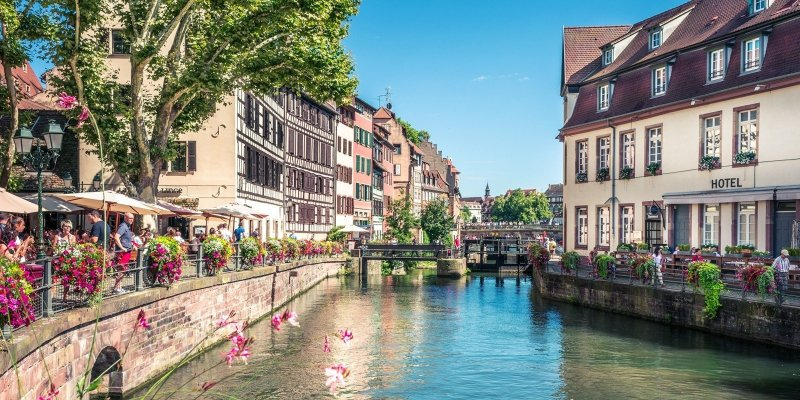 Wine, history, and delicious food – if you love all three, you'll be beyond bliss in Strasbourg, a French border city with a unique French-German culture, great gastronomy, and Alsatian wine. Make the most of your holiday – here's where to stay in Strasbourg.