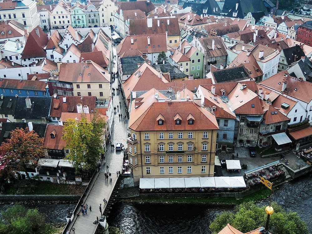 Český Krumlov's twisted and narrow streets will surprise you at every turn. Follow the meanders of the Vltava river to see the town's architectural gems.
