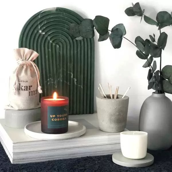 UP YOURS CORONA midi refillable candle in green
