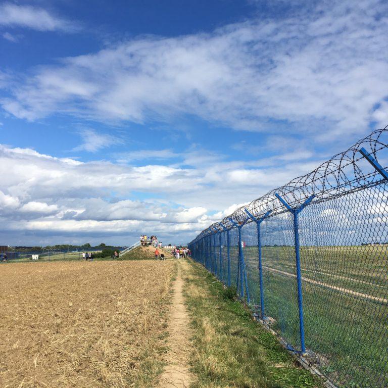Kam s dětmi: Vyhlídkové valy, Letiště Václava Havla