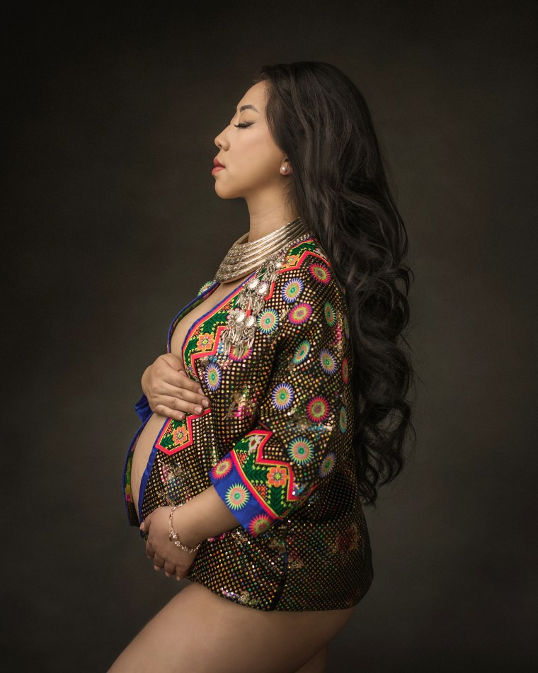 a pregnant Hmong mother during a maternity session