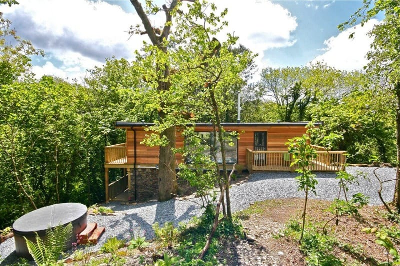 Sunridge Treehouse is one of the best luxury secluded places to stay in England because it has a hot tub and home cinema!