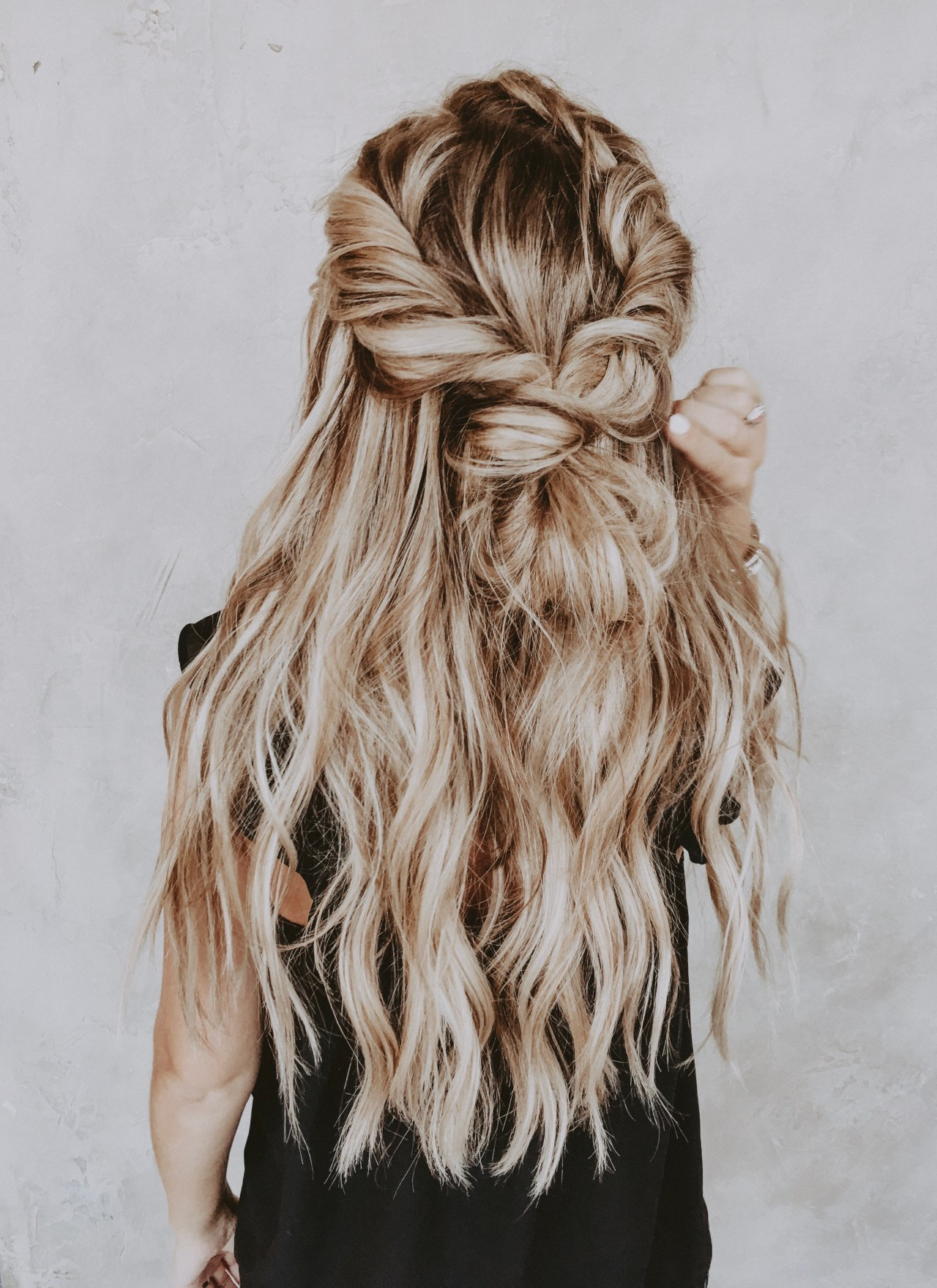 EVERYTHING TO KNOW ABOUT HABIT HAND-TIED HAIR EXTENSIONS