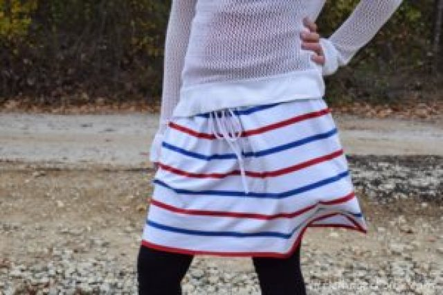 5 Minute No-Sew DIY T-Shirt Skirt