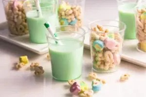 St. Patrick's Day Treats For Kids. Green Milk littlemissblog.com