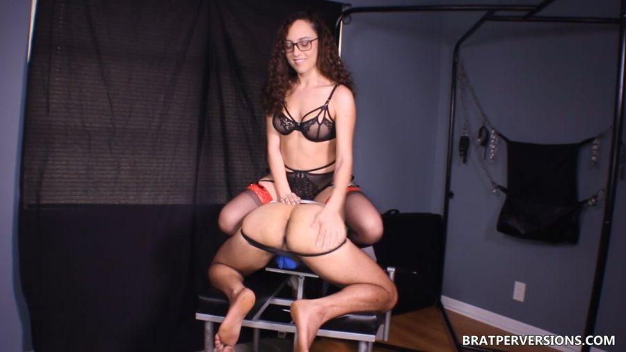 sub spanked by roxanne rae