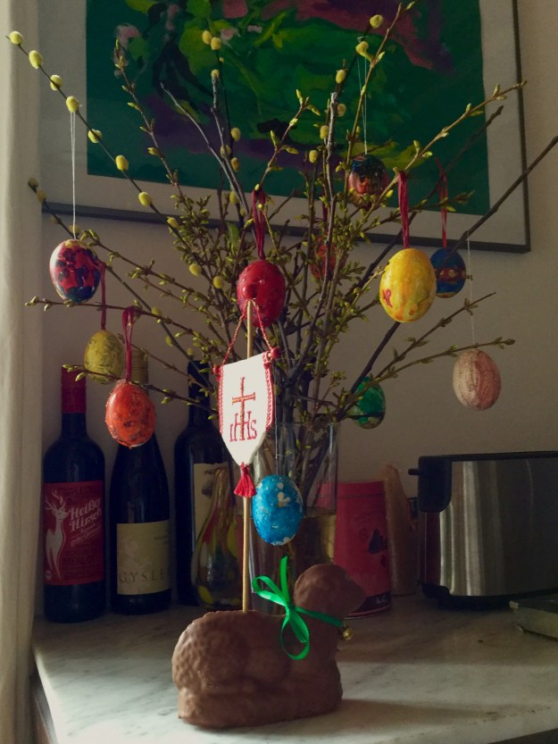 Decorated Easter bouquet and sponge lamb