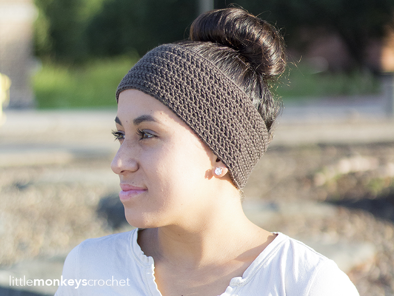 Herringbone Earwarmer Crochet Pattern  |  Free button ear warmer pattern by Little Monkeys Crochet