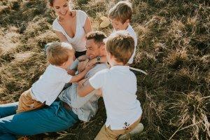 photographe chambery grenoble seance photo famille a la maison little one atelier eugenie hennebicq photographe bebe_0011