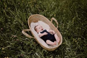 photographe-famille-chambery-grenoble-lifestyle-naturel-little-boheme-folk-seance-photo-montagne-bebe-enfant_0002