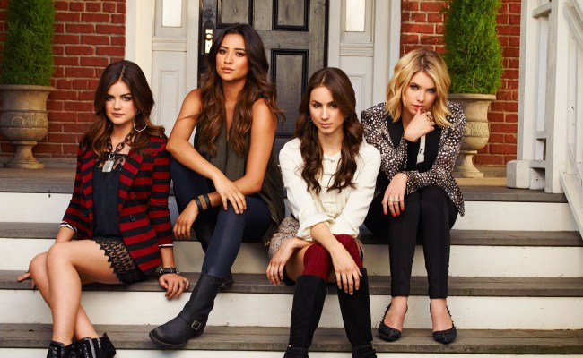 Who Is Big A Pretty Little Liars Finale Promises To Be