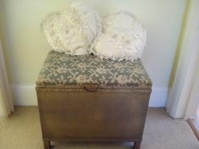 vintage blanket box £5