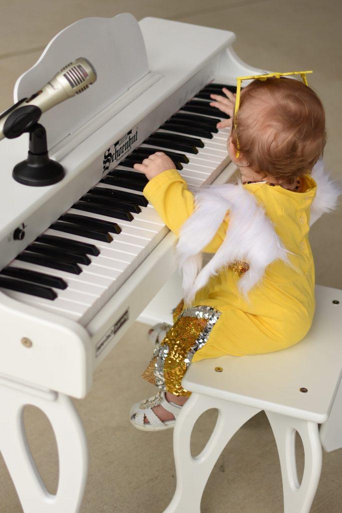 schoenhut piano gift guide ideas for kids