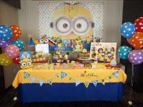 minions-theme-dessert-table