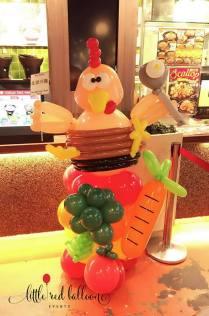 fat-bird-chicken-balloon-sculpture