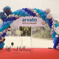 sports theme balloon arch