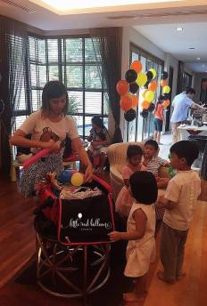 construction-party-balloon-sculpting-kids-entertainment