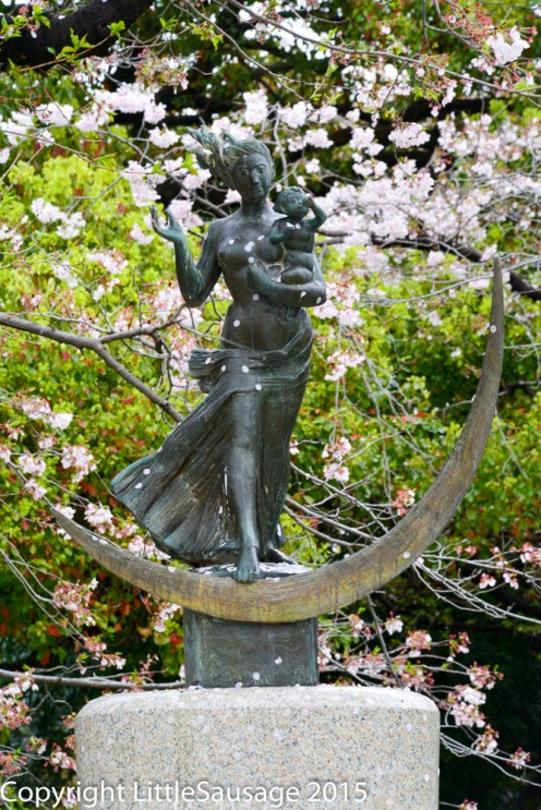 I'm not sure what this statue is of but the wind kept blowing cherry blossoms across in front of it which really gave an illusion of movement to it.