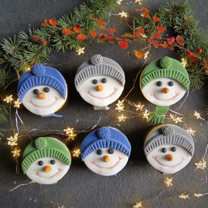 Mini-Christmas-Cakes-Snowman-5-1024x1024.jpg