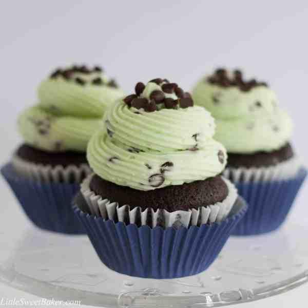 CHOCOLATE MINT CHOCOLATE CHIP CUPCAKES. Moist and fluffy chocolate cupcake with a mint chocolate chip buttercream. Taste like the popular ice cream flavor.