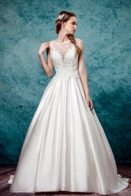 Leis Atelier - Wonderful Wedding Supplier - Little Tree Weddings (9)
