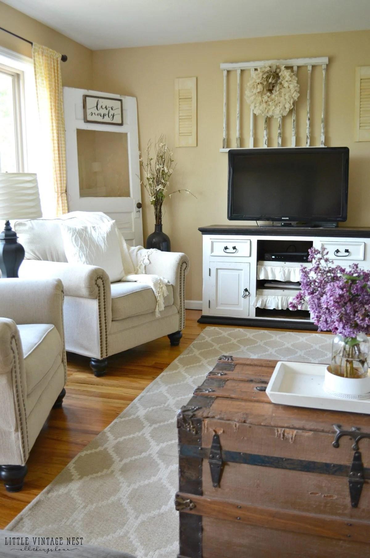 Farmhouse Living Room Summer Refresh