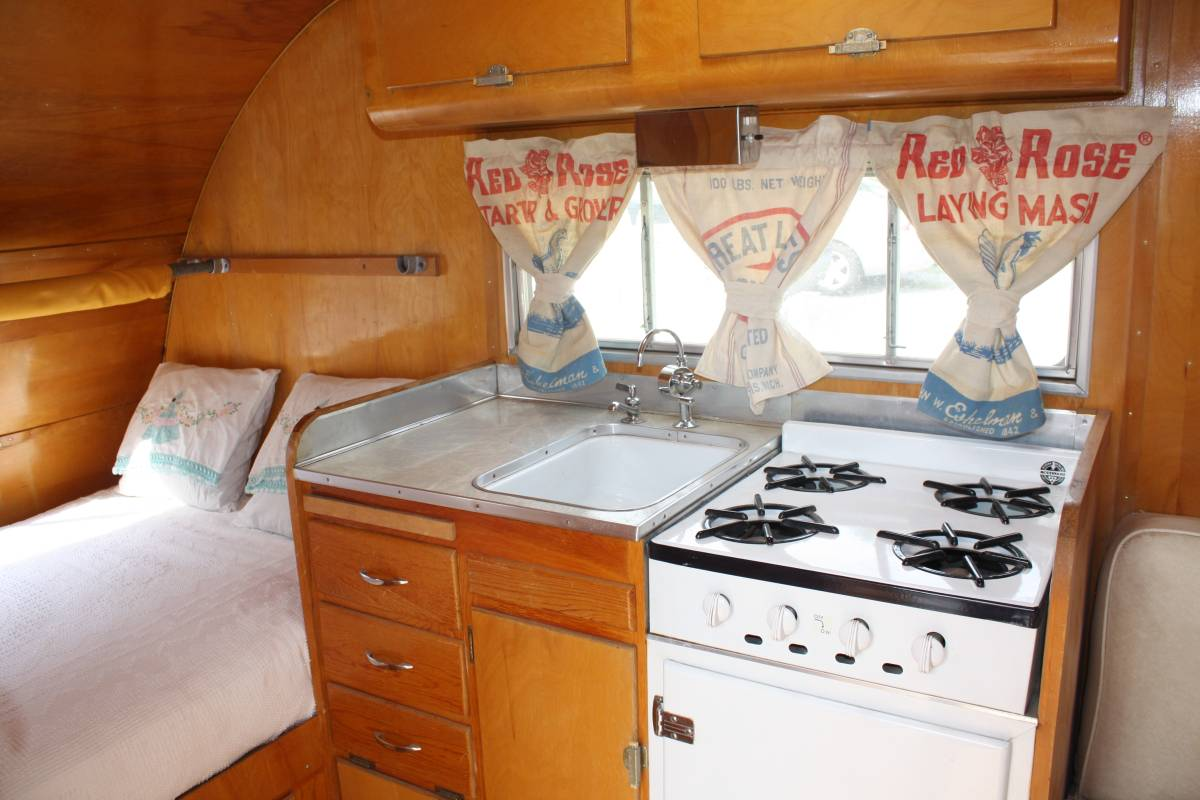 Retro camper curtains - I Know This Wouldn T Be Everyone S Choice To Use Feed Sacks As Curtains But I M Sort Of Digging These What Do You All Think Do You Like Them