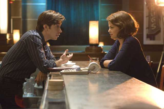 """(L-r) JUSTIN LONG stars as Alex and GINNIFER GOODWIN stars as Gigi in New Line Cinema's release """"He's Just Not That Into You,"""" distributed by Warner Bros. Pictures. PHOTOGRAPHS TO BE USED SOLELY FOR ADVERTISING, PROMOTION, PUBLICITY OR REVIEWS OF THIS SPECIFIC MOTION PICTURE AND TO REMAIN THE PROPERTY OF THE STUDIO. NOT FOR SALE OR REDISTRIBUTION."""