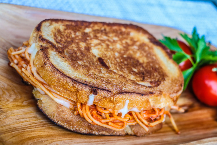 burnt-crumbs-spaghetti-grilled-cheese
