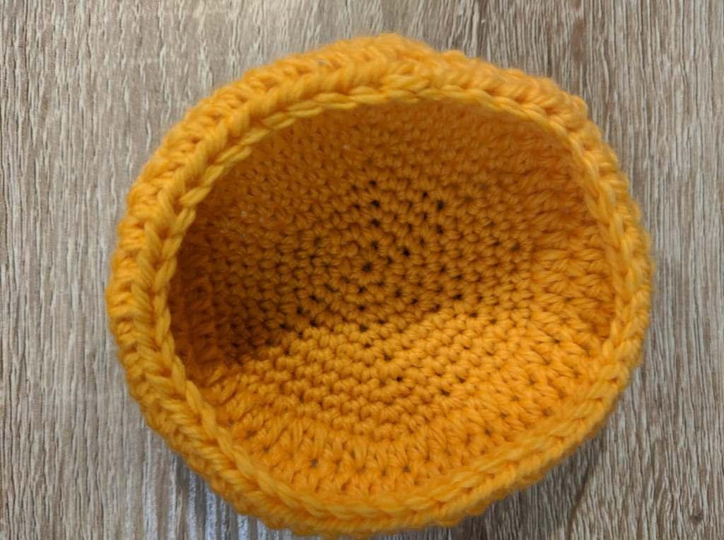 hat for amigurumi fox girl in a free pattern