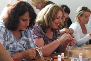 Paper bead workshop by laura Puska in Mundesia in Mitrovica
