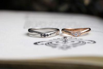 ピンクゴールド&ブラックダイヤを使用したVライン結婚指輪(吉田様オーダーメイド)