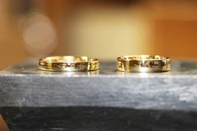 プックリとしたゴールドの幅広結婚指輪(宮本様オーダーメイド)