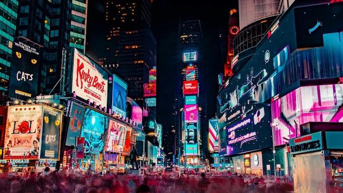 Parmi toutes les choses à faire à New York, Broadway est un passage obligatoire