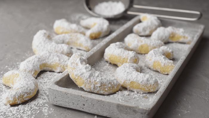Traditional Christmas Cookies Around The World — Vanillekipferl