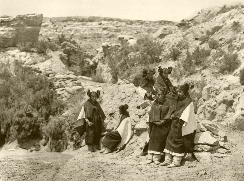 Hopi Girls, 1922, photo by Edward S. Curtis