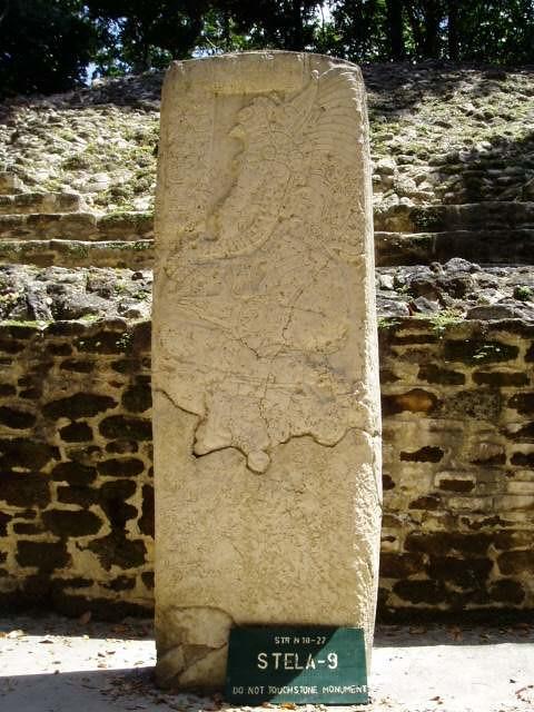 石碑 | 在Temple前都會有刻著圖案的石碑,這圖案述說著當時的故事,非常有趣. | tmchens | Flickr