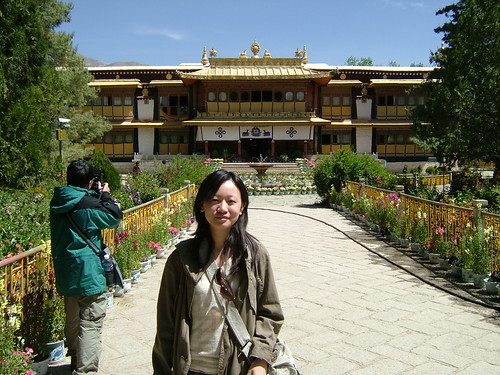 羅布林卡新宮   由14世達賴喇嘛所興建。裡面有描述藏族起源和歷史的壁畫。是我很喜歡的景點之一!   lingtzu ...