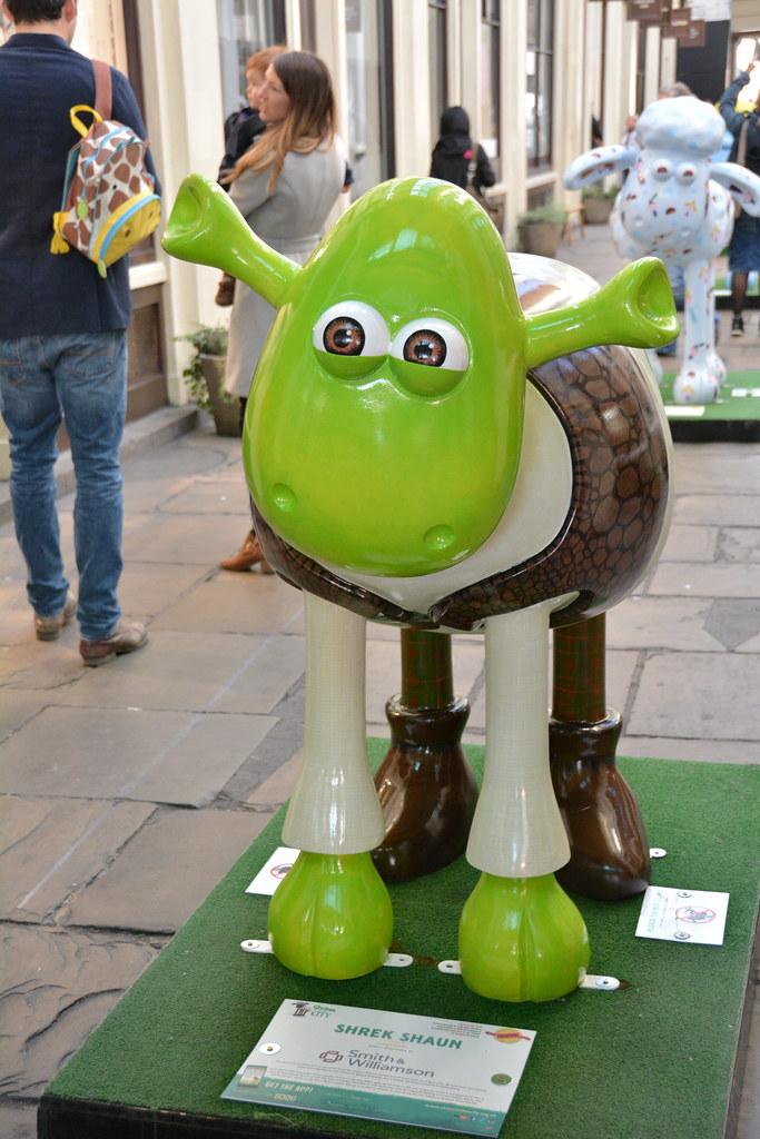 London Shaun The Sheep In Covent Garden Shrek Shaun Flickr