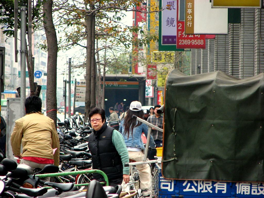 羅斯福路 - My street   This scene contains many of my favorite t…   Flickr