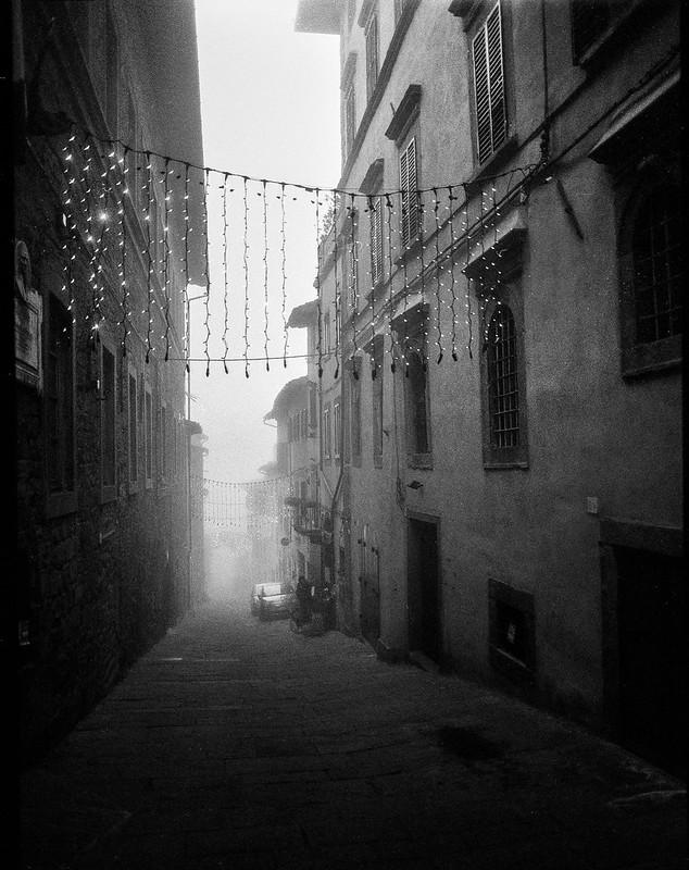 Christmas lights, fog, dusk, Via Guelfa, Cortona, Tuscany, Italy, Mamiya 645 Pro, Ilford HP5+, Moersch Eco Film Developer, late December, 2015