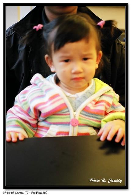 2007_0107_T2_003_20   Summer在表演皺眉頭的表情給我拍, 可惜又失焦了   KCD   Flickr