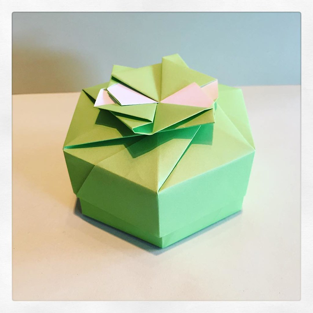 hight resolution of  hexagon box designed by tomoko fuse modular origami box green