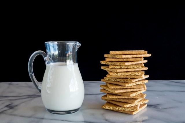 graham crackers and cream