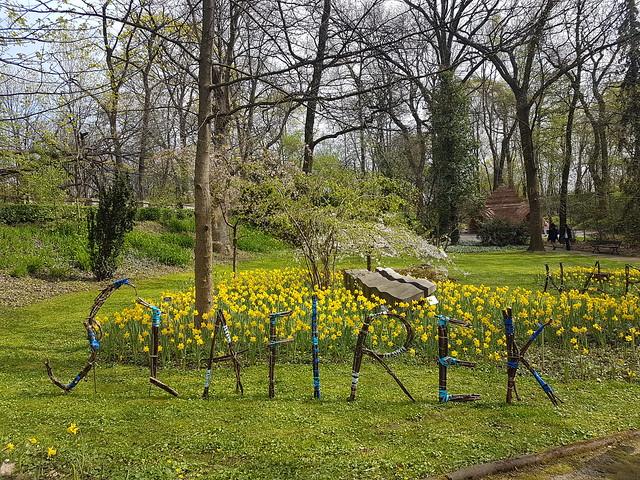 Fina skyltar till vissa växter i botaniska trädgården